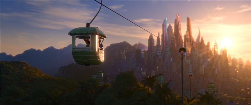 一个与《狮子王》比肩的经典动画故事,迪士尼近20年最好的动画作品 迪士尼的划时代之作!在这里,迪士尼奉上了一座超凡想象力的超级城市,用全新的视角阐释了迪士尼永恒而经典的主题。一切与儿童价值观世界建立的优质元素都完美地结合在这部作品之中。 奥斯卡金牌团队《冰雪奇缘》、《超能陆战队》原班人马,倾心打造最为神奇的动物大都会 50多种哺乳动物,6个气势恢宏、细致入微的地理场景,以迪拜为原型的撒哈拉广场,以南极为原型的冰原镇,郁郁葱葱的雨林区,袖珍的小型啮齿动物镇这是一个为孩子打造的前所未见、精彩绝伦的动物城邦。